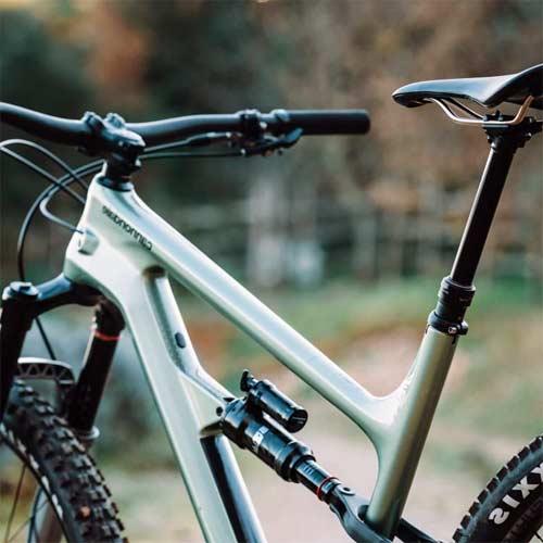 Cuadro de carbono vs cuadro de aluminio para bicicletas de montaña