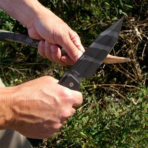 Fabricación de un refugio con un cuchillo de supervivencia